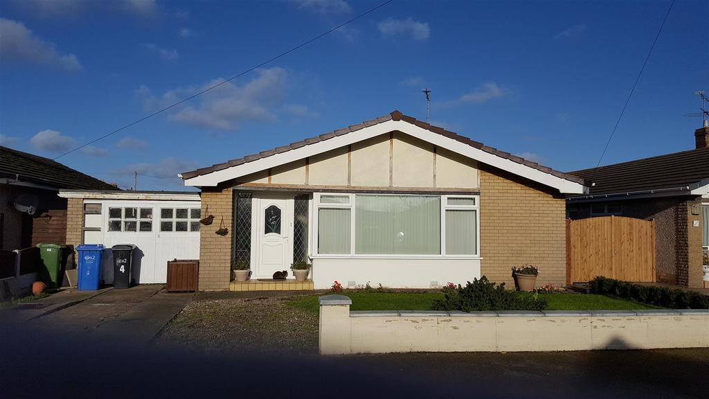 3 Bedrooms Detached Bungalow for sale in Rees Avenue, Rhyl