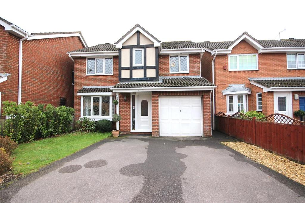 4 Bedrooms Detached House for sale in Waytown Close, Canford Heath, Poole