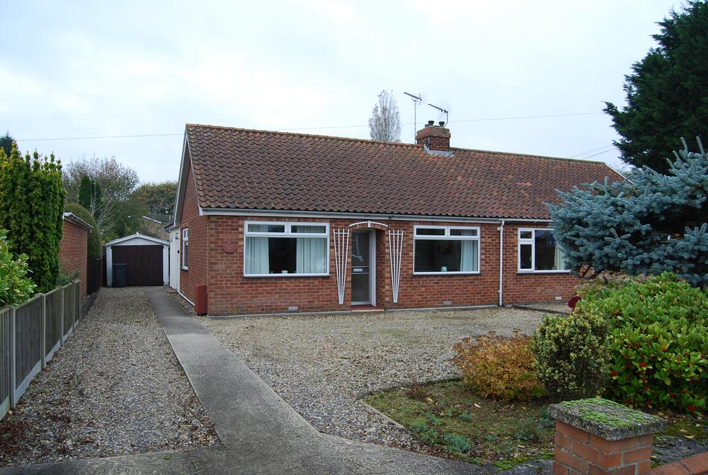 2 Bedrooms Semi Detached Bungalow for sale in Westfield Road, Dereham NR19