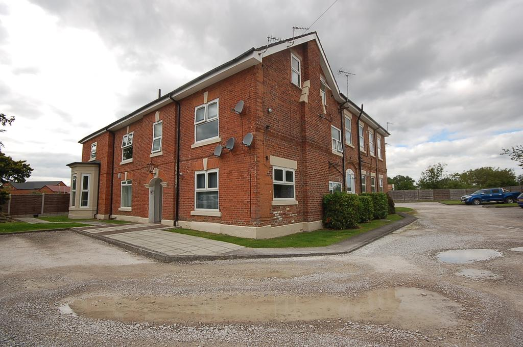 1 Bedroom Ground Flat for sale in Head Green House, Irvin Drive, Moss Nook, Manchester M22