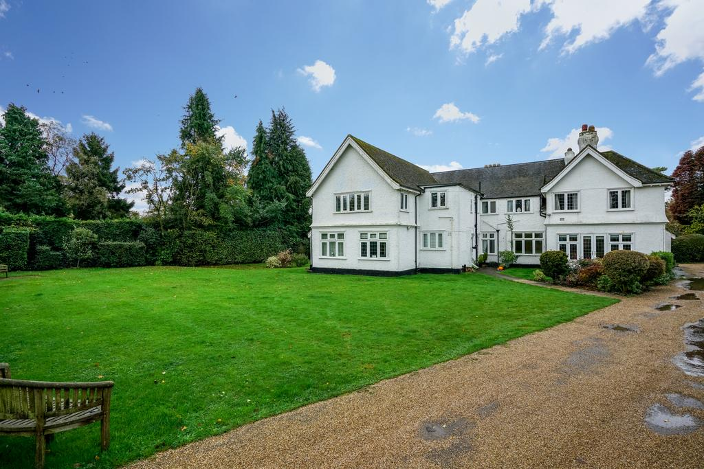 3 Bedrooms Apartment Flat for sale in Ballinger Grange, Ballinger, Great Missenden HP16