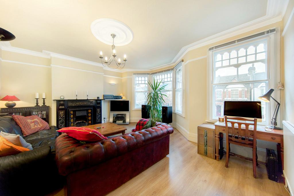 2 Bedrooms Flat for sale in Kempe Road, NW6