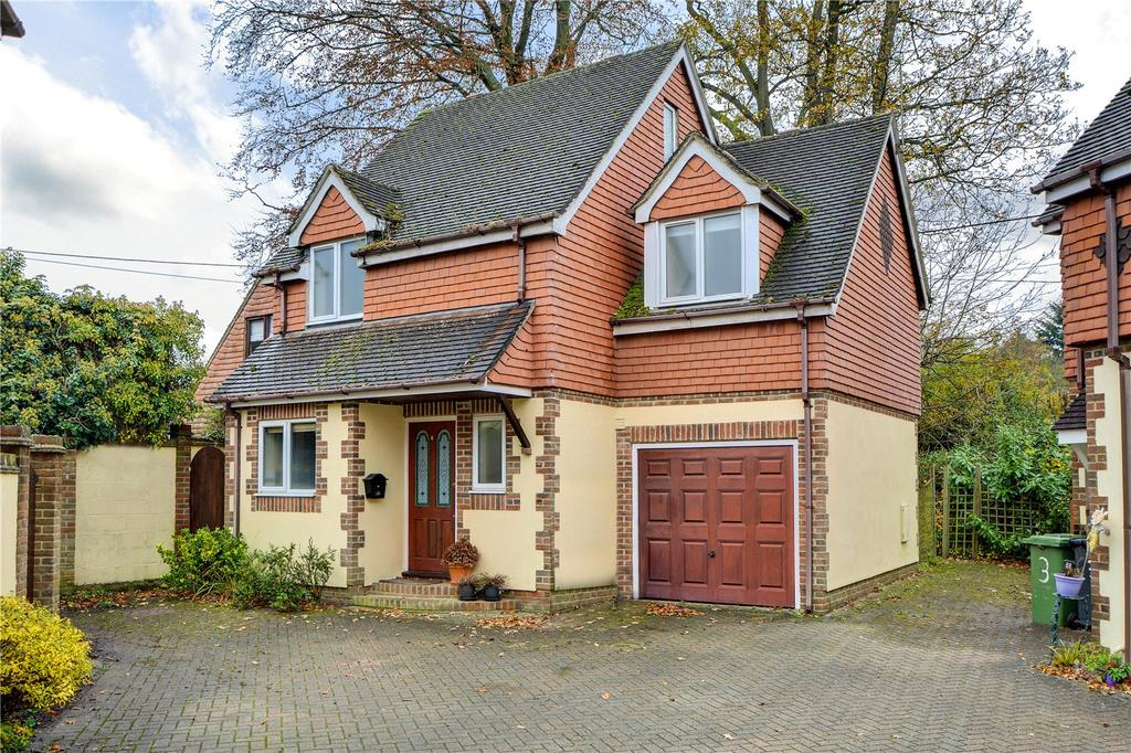 4 Bedrooms Detached House for sale in Torridon Court, Tunbridge Lane, Liphook, Hampshire