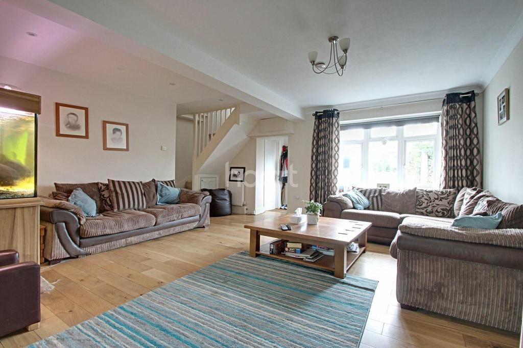3 Bedrooms Semi Detached House for sale in Volwycke Avenue, Maldon