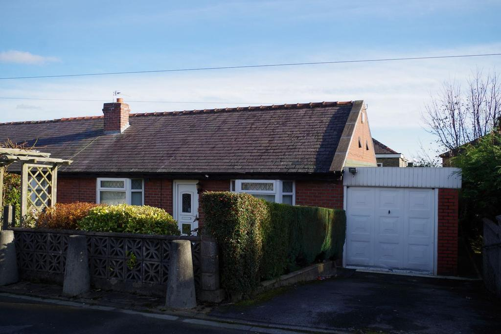 2 Bedrooms Semi Detached Bungalow for sale in Broadwood Avenue, Halifax HX2