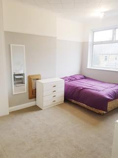 1 bedroom house share to rent - Park Avenue, Mitcham, CR4