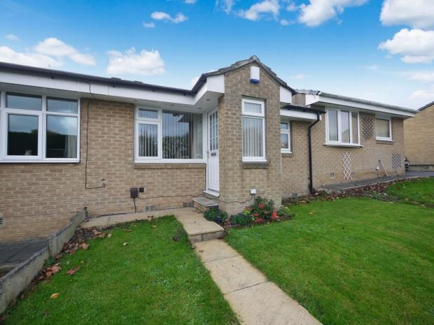 2 Bedrooms Terraced Bungalow for sale in Cromwell Road Southowram Halifax