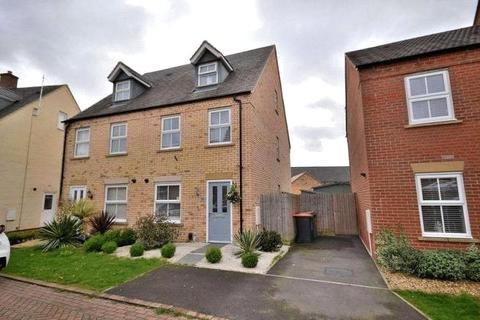 3 bedroom terraced house for sale - Raven Way, Leighton Buzzard, Bedfordshire, LU7
