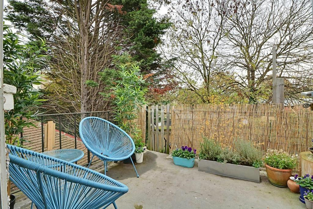 2 Bedrooms Maisonette Flat for sale in The Close, Wembley Park