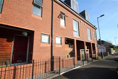 4 bedroom flat to rent - Ashley Mews