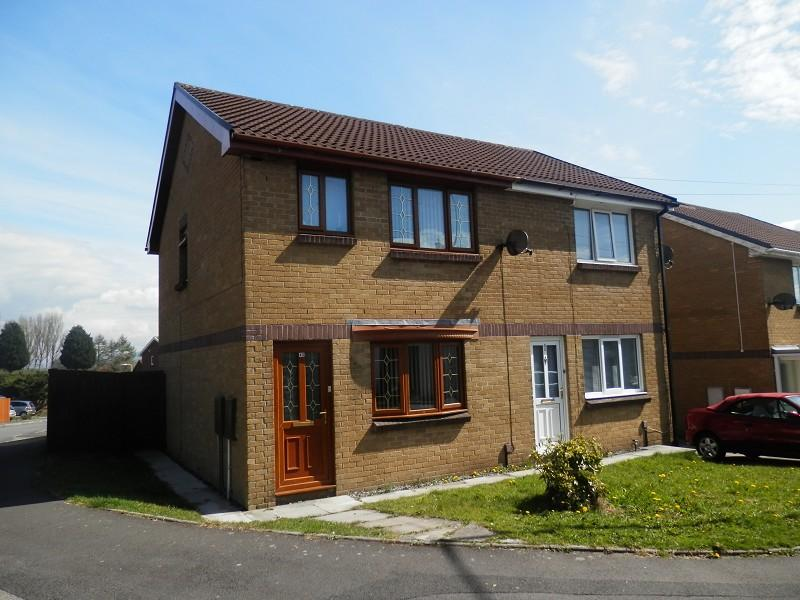 3 Bedrooms Semi Detached House for sale in Chemical Road, Morriston, Swansea.