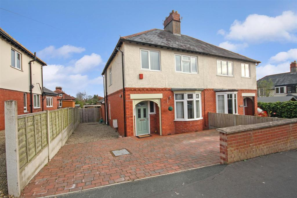 3 Bedrooms Semi Detached House for sale in Ardmillan Lane, Oswestry