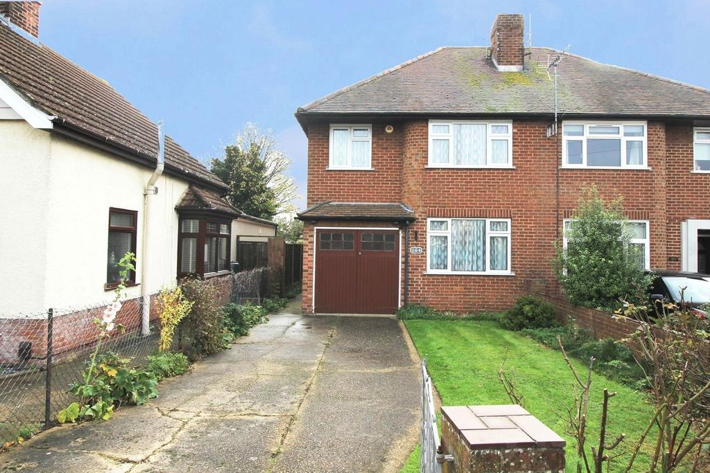 4 Bedrooms Semi Detached House for sale in Shrub End Road, Colchester, Essex, CO3