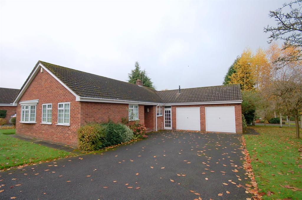 3 Bedrooms Detached Bungalow for sale in Rydal Way, Alsager
