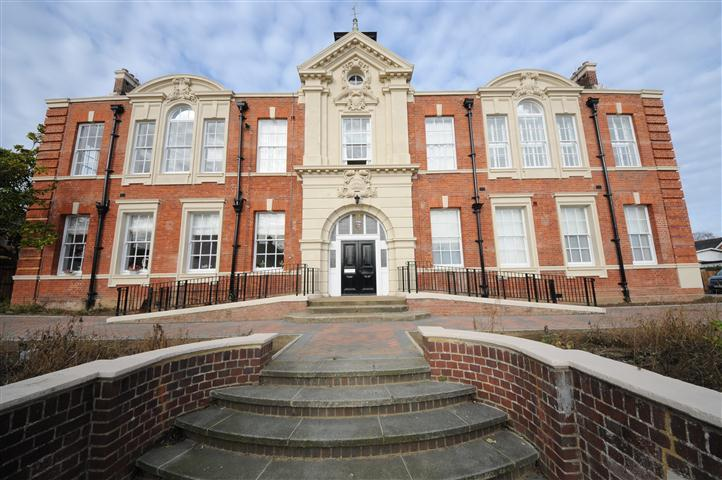 2 Bedrooms Apartment Flat for rent in Tabor House, Braintree, Essex