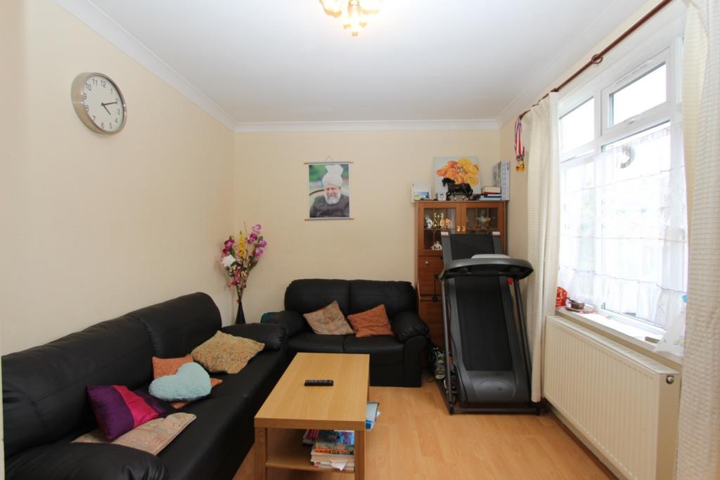 3 Bedrooms Terraced House for sale in Gorse Rise, Tooting, SW17