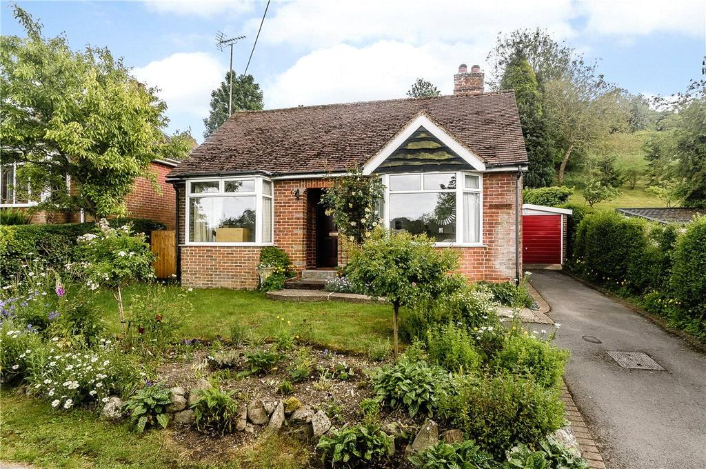 2 Bedrooms Detached Bungalow for sale in Lower Churchfields, Marlborough, Wiltshire, SN8