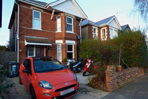 3 bedroom detached house to rent - THREE DOUBLE BEDROOM DETACHED FAMILY HOME - WINTON