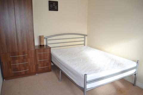 4 bedroom property to rent - Room 3, 55 Pinewood Drive