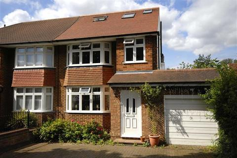 4 bedroom semi-detached house for sale - Mead Way, Hayes, Kent