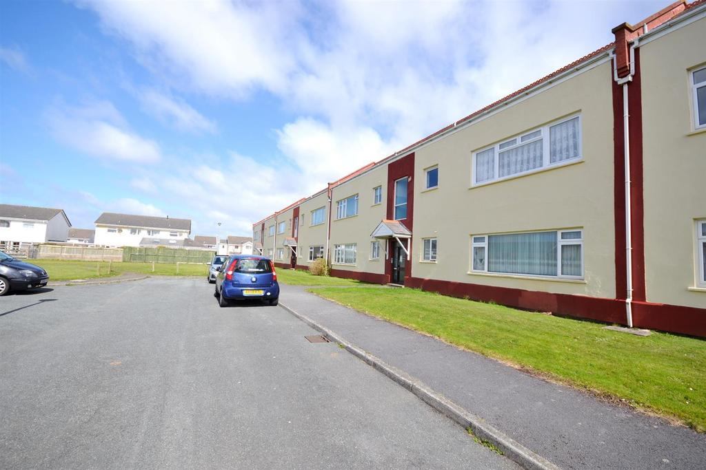 2 Bedrooms Apartment Flat for rent in Llanion Park, Pembroke Dock
