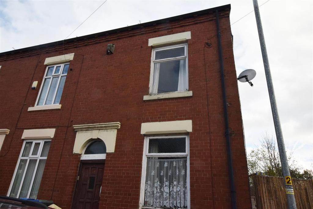 2 Bedrooms End Of Terrace House for sale in Wade Street, Middleton, Manchester