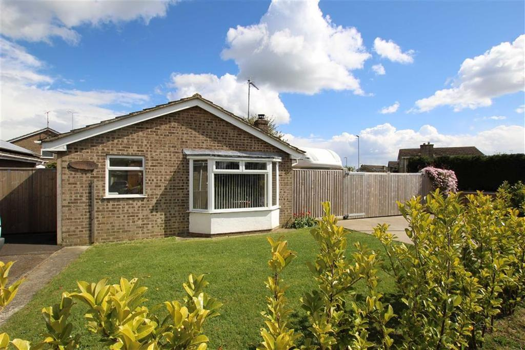 2 Bedrooms Bungalow for sale in 53, Ellesmere Crescent, Brackley