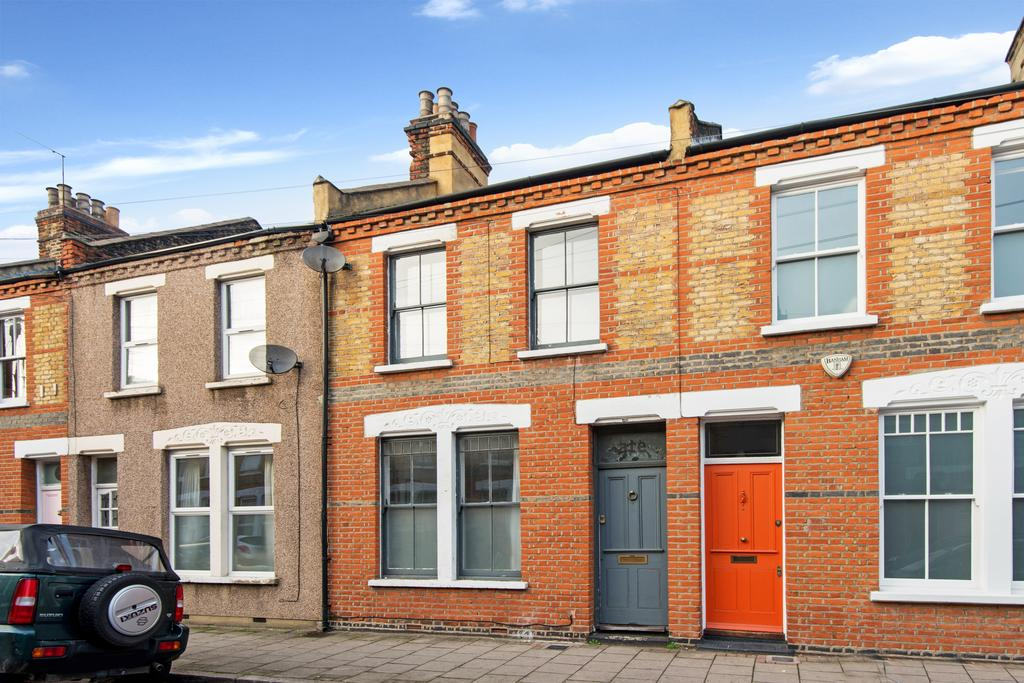 3 Bedrooms Terraced House for sale in Beck Road, Hackney, London E8