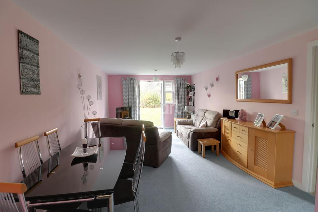 2 Bedrooms Flat for sale in Merrifield Court