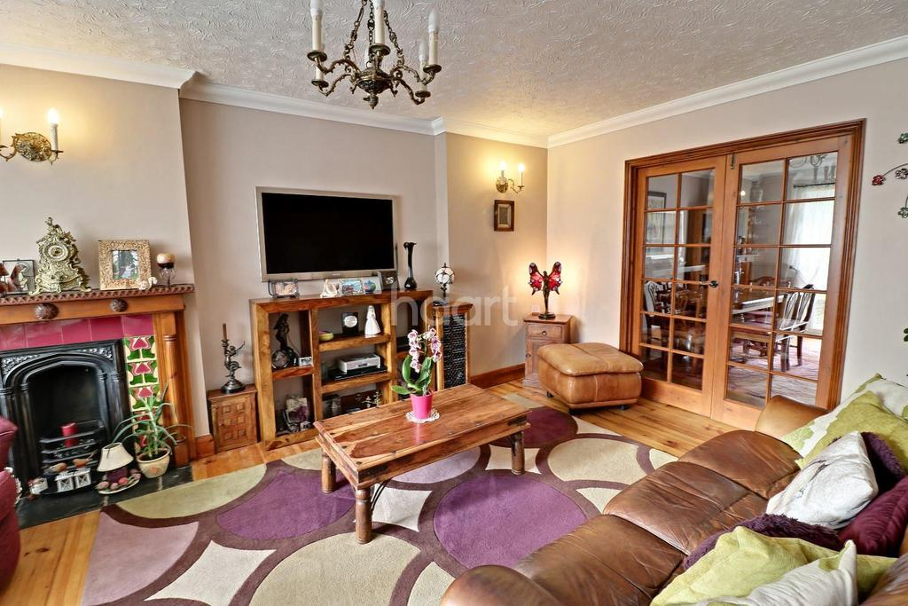 4 Bedrooms Detached House for sale in haart Of Stopsley Village