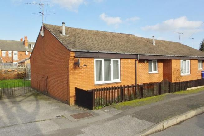 2 Bedrooms Semi Detached Bungalow for sale in Nidd Road East, Sheffield S9