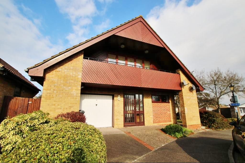 2 Bedrooms Flat for sale in The Cedars, Hailsham BN27