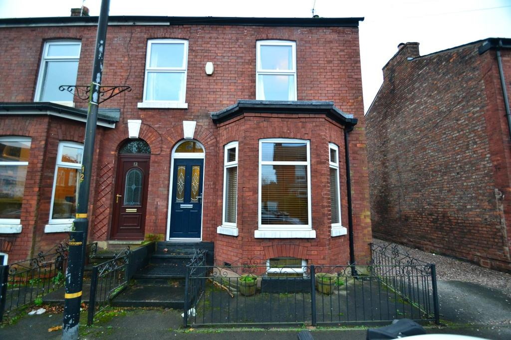 3 Bedrooms Semi Detached House for sale in Old Hall Road, Sale