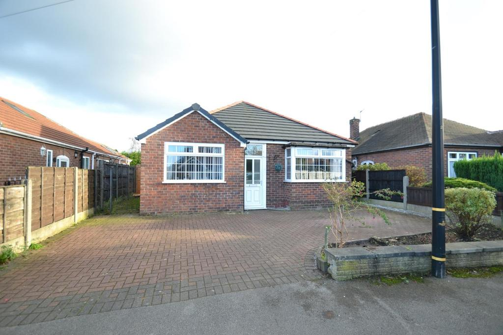 3 Bedrooms Detached Bungalow for sale in Wincham Road, Sale