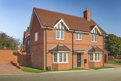 3 bedroom detached house for sale - Amlets Place, Bramley Vale, off Amlets Lane, Cranleigh, GU6