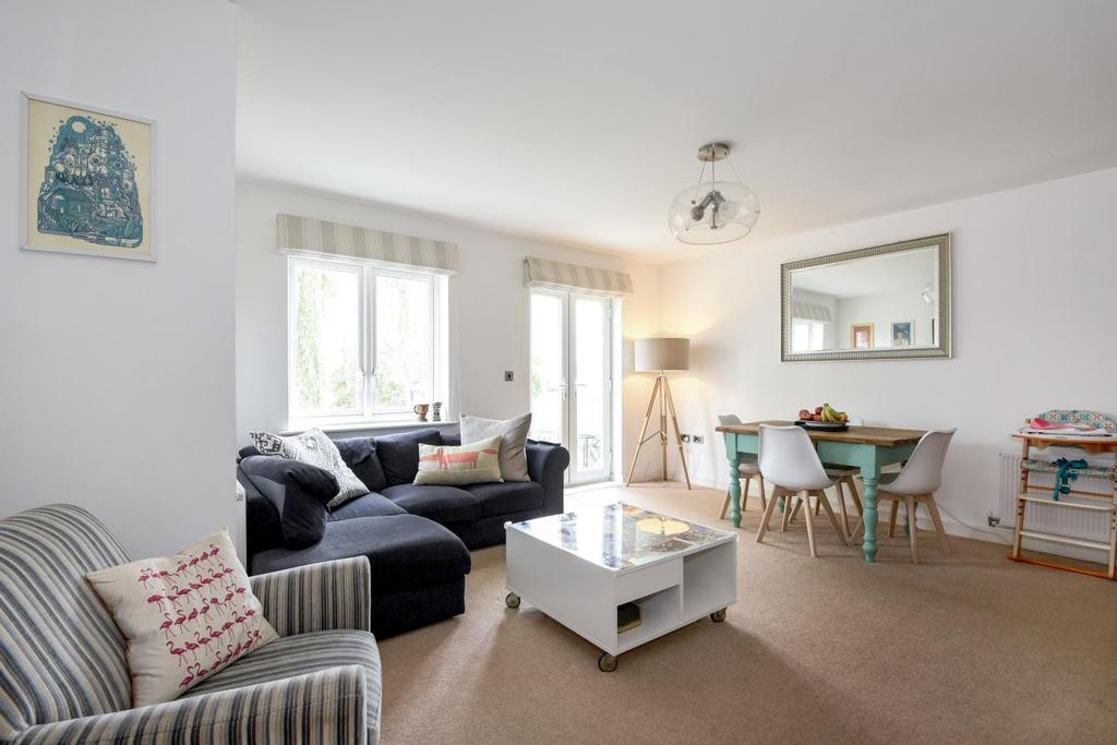 2 Bedrooms Flat for sale in Tredegar Road, Bounds Green