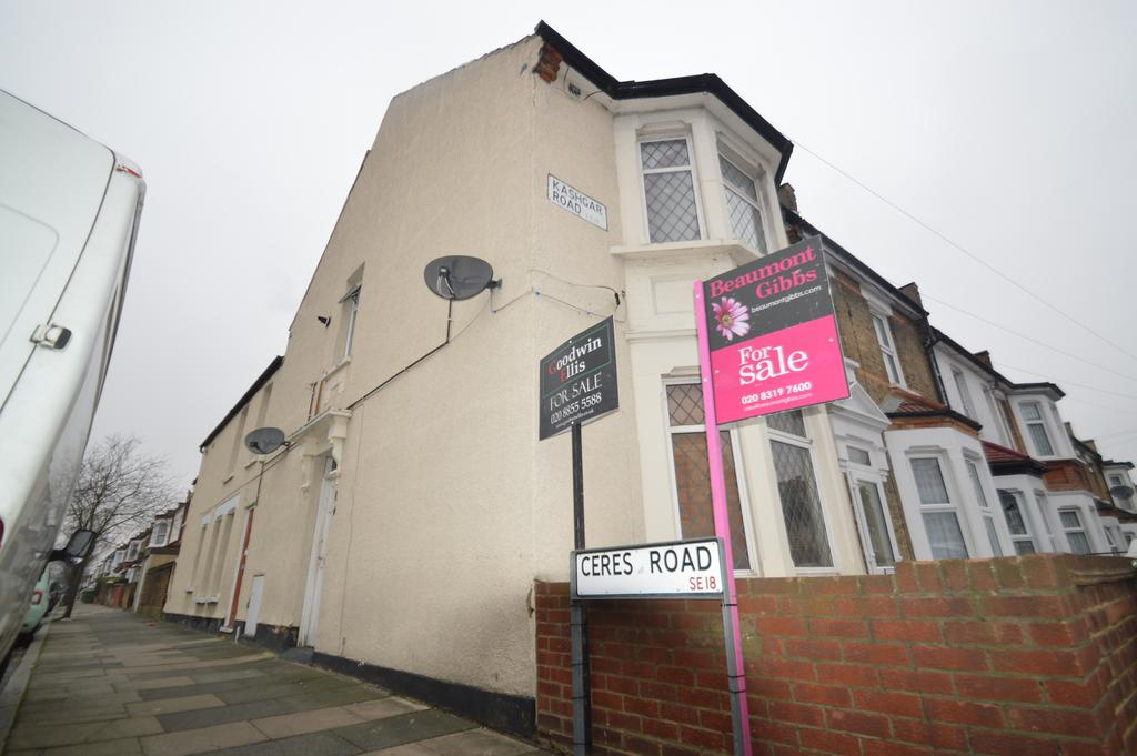 3 Bedrooms Maisonette Flat for sale in Kashgar Road, Plumstead, London SE18
