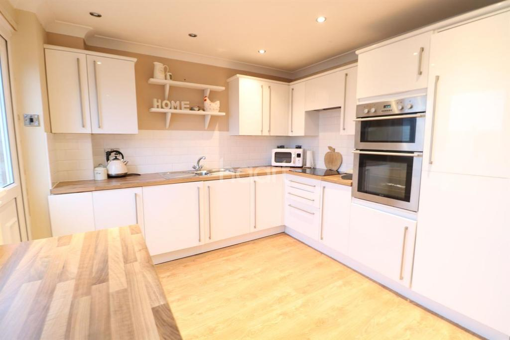 3 Bedrooms Terraced House for sale in Pucklechurch