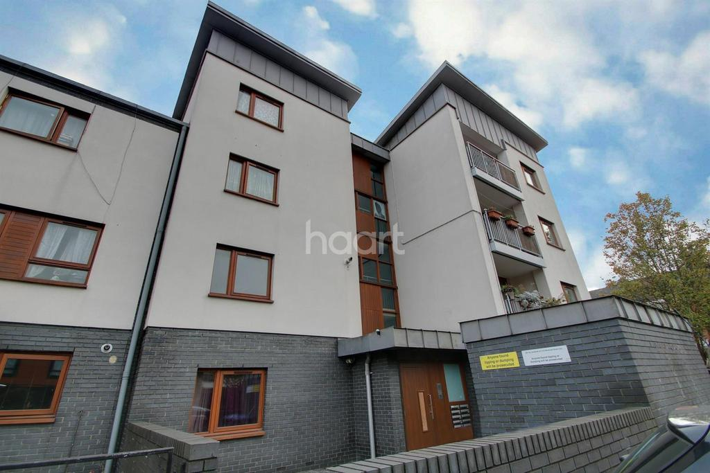 3 Bedrooms Flat for sale in Windrush Road, NW10