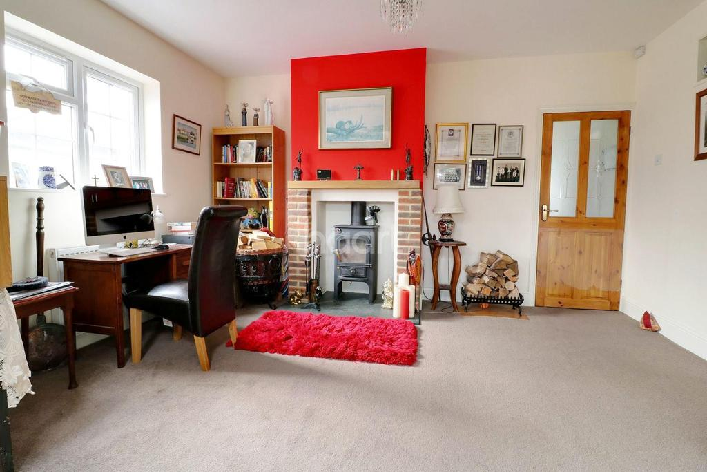 3 Bedrooms Bungalow for sale in Uplands Road, Rowlands Castle