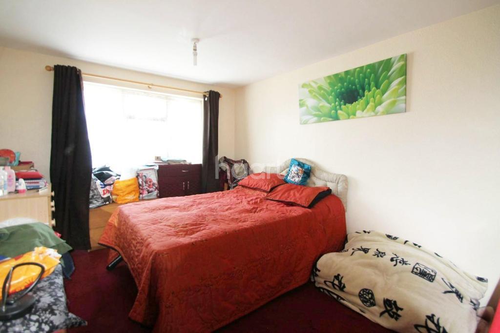 2 Bedrooms Flat for sale in North Birkbeck Road, Leytonstone