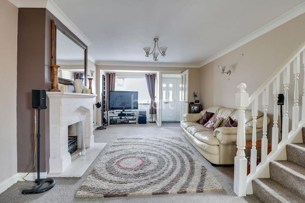 4 Bedrooms Semi Detached House for sale in Oak Walk, Benfleet