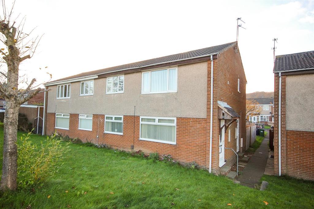 2 Bedrooms Flat for sale in Priestsfield Close, Moorside, Sunderland