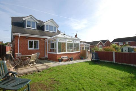 3 bedroom detached house for sale - Church Street, Rookery