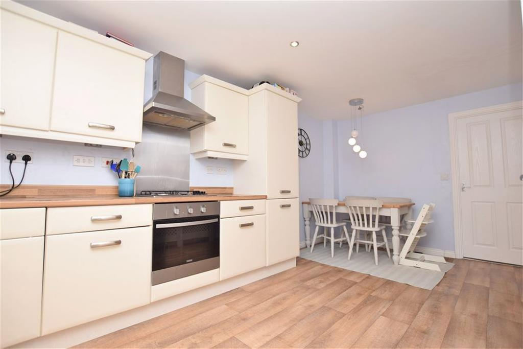 3 Bedrooms End Of Terrace House for sale in Wheatcroft Gardens, Penistone, Sheffield, S36