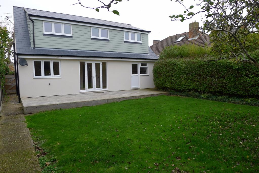 4 Bedrooms Chalet House for sale in LEE-ON-THE-SOLENT - PRICE GUIDE 350,000 - 400,000
