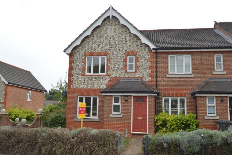 3 Bedrooms End Of Terrace House for rent in Station Approach, Andover, SP10 3HN