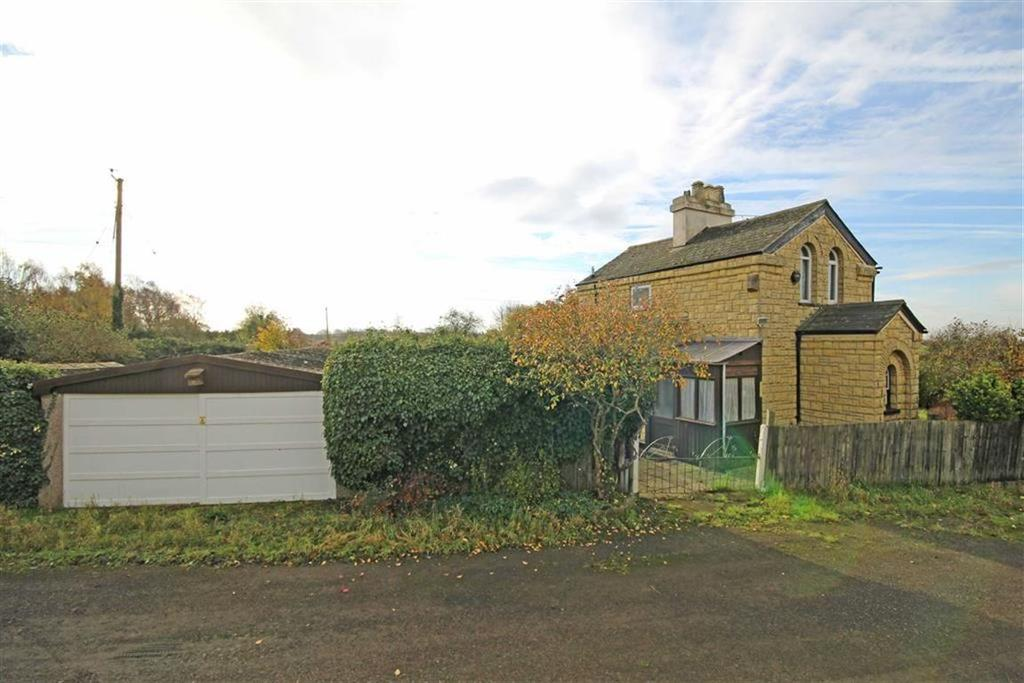 2 Bedrooms Detached House for sale in Stoke Road, Stoke Orchard, Cheltenham, GL52