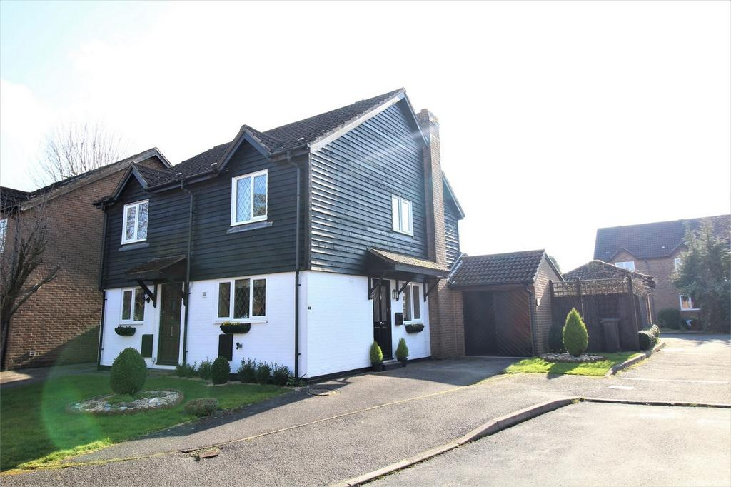 2 Bedrooms Semi Detached House for sale in Castle Rise, Ridgewood, Uckfield, East Sussex