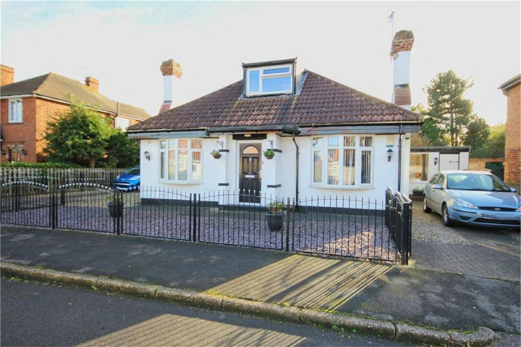 4 Bedrooms Detached Bungalow for sale in Dene Close, Dunswell, Hull, East Riding of Yorkshire